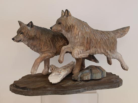 Oggetti da regalo statuine lupi in legno scolpito for Oggetti in regalo